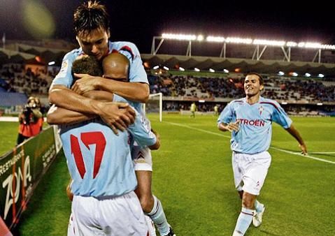 Futbol abrazo múltiple