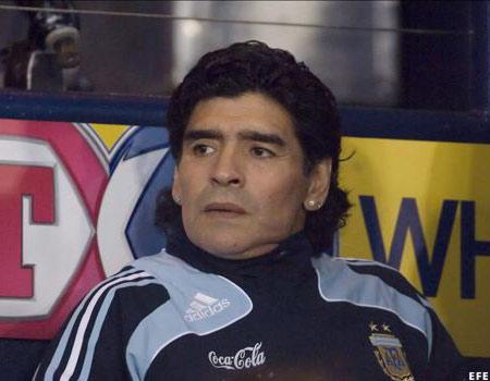 Maradona: La duda ocupa un lugar en la mesa
