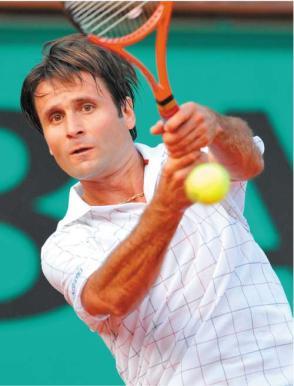 Tenis Wimbledon: El Mago Santoro pasa ronda